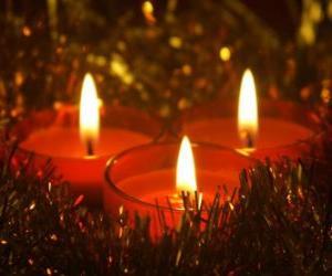 Rompicapo di Tre candele di Natale con stoppino brucia