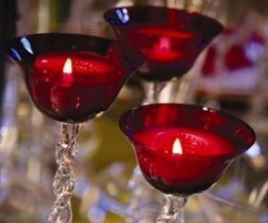Rompicapo di Tre candele in lampadari di cristallo