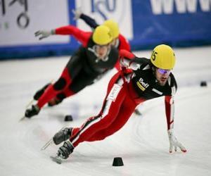 Rompicapo di Tre pattinatori in una gara di pattinaggio di velocità