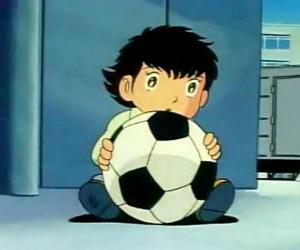 Rompicapo di Tsubasa Ozora, Oliver Hutton, un bambino giapponese che è un grande appassionato di calcio