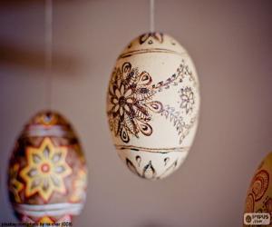 Rompicapo di Uova di Pasqua che appendono
