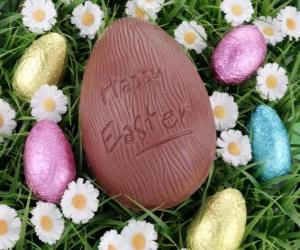 Rompicapo di Uovo di Pasqua sull'erba