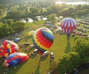 Rompicapo di Veduta aerea di un festival in mongolfiera