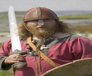 Rompicapo di Vichingo armato di una spada e uno scudo