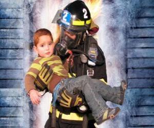 Rompicapo di Vigile del fuoco in possesso di un bambino in braccio
