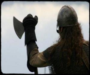 Rompicapo di Viking guardando armato di un'ascia