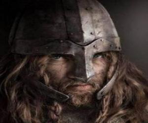 Rompicapo di Volto di vichingo con baffi e barba e un casco